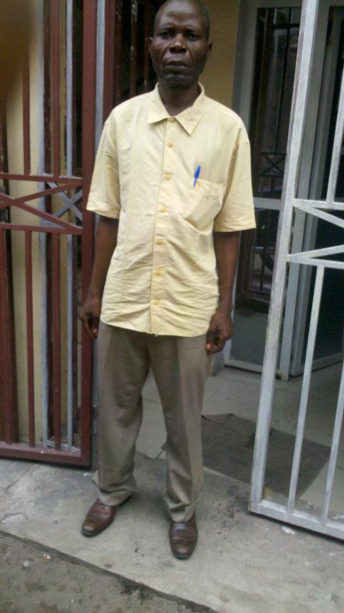 El enfermero Raphael Mikolo sobrevivió al ébola hace casi 20 años.