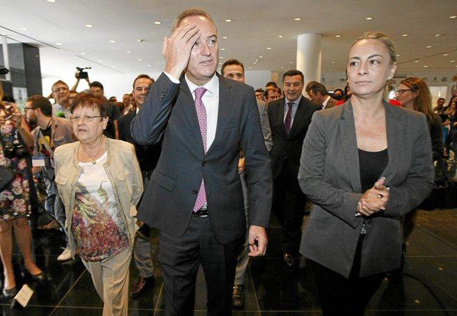 El presidente de la Generalitat, junto a Sonia Castedo en Alicante.