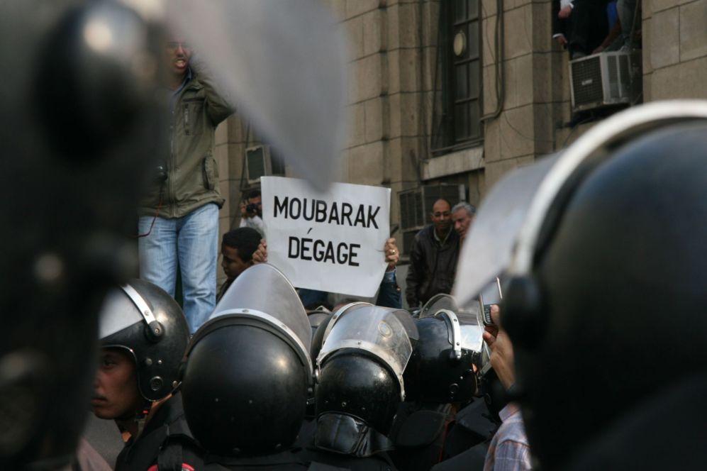 Lárgate Mubarak (25 de enero de 2011).