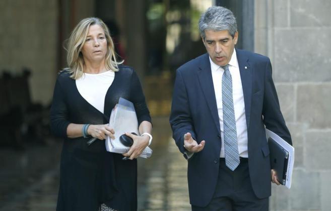 La vicepresidenta de la Generalitat, Joana Ortega, junto al portavoz...