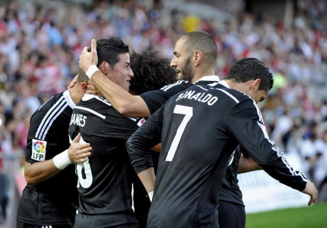 James celebra con sus compañeros uno de sus dos goles en Granada.