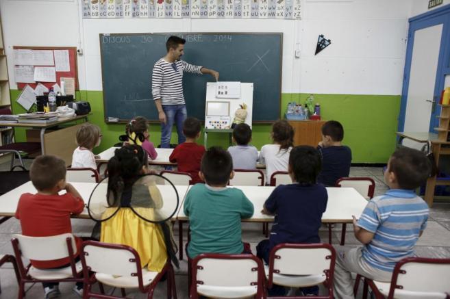 Alumnos del colegio público Ciudad Artista Fallero de Valencia, que...