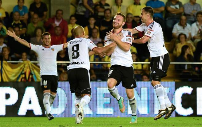 Mustafi celebra uno de los dos goles en El Madrigal.