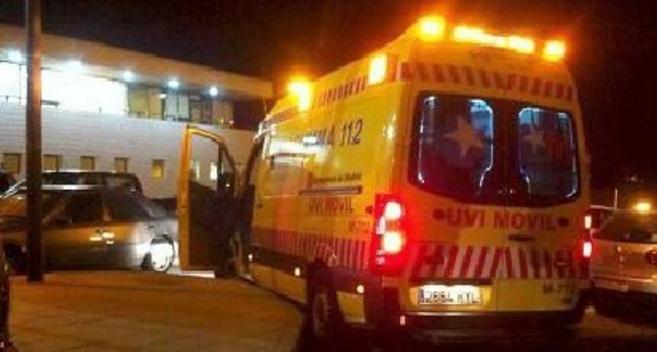 Ambulancia del 112 en la que fue trasladada la mujer.