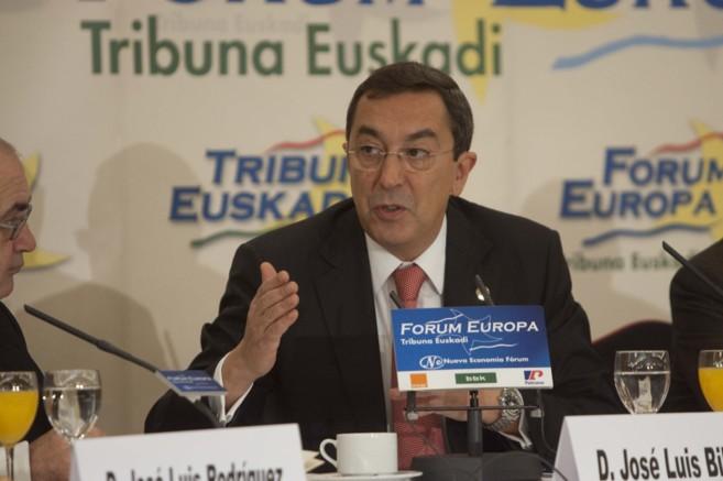 El diputado general José Luis Bilbao durante su intervención en el...