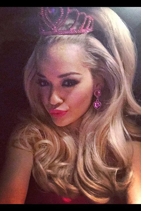 Rita Ora se convirtió esa noche en la famosa muñeca de Mattel,...