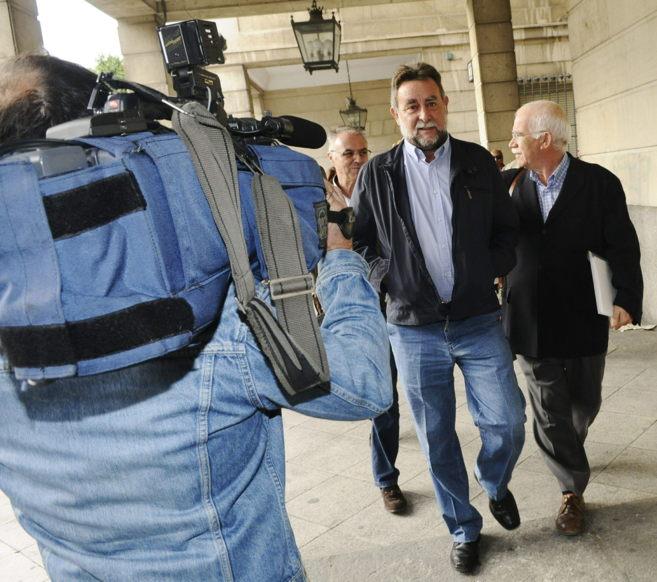 El ex secretario de UGT-A, Fernández Sevilla, a su salida de los...