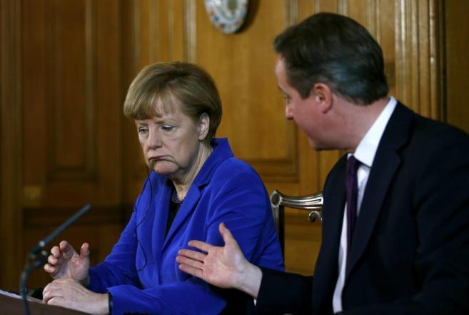 Angela Merkel junto a David Cameron.