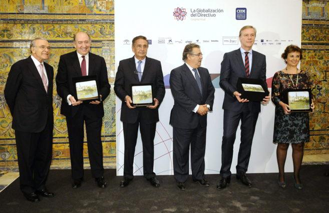 El alcalde de Sevilla, Juan Ignacio Zoido, y el presidente de...