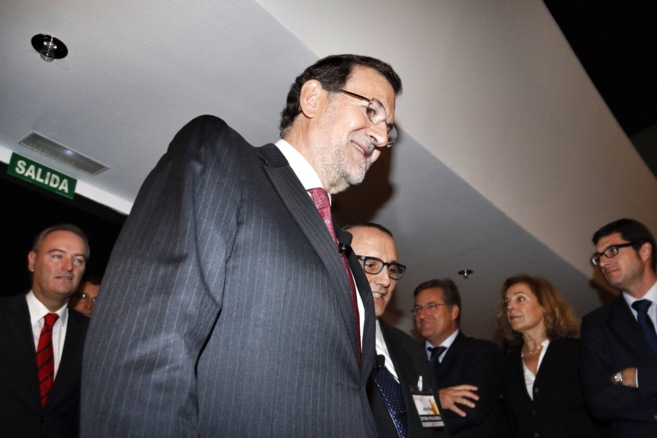 Rajoy entra en el Auditorio Provincial, seguido de Fabra