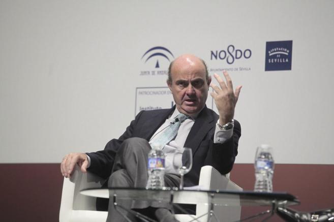 Luis de Guindos, ministro de Economía, en el congreso de CEDE, en...