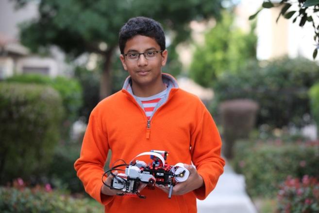 El fundador de Braigo Labs, Shubham Banerjee, de 13 años, con su...