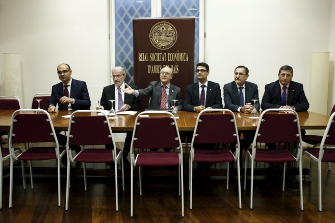 Los cinco rectores de las universidades públicas valencianas antes...