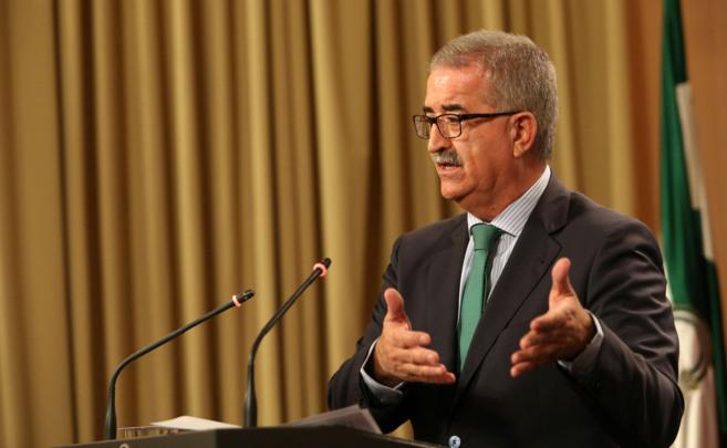 El consejero de Presidencia, Manuel Jiménez Barrios, en la rueda de...
