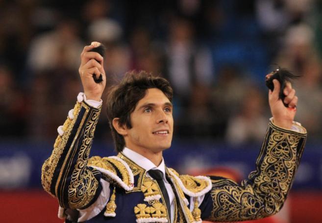 Sebastián Castella tras cortar dos orejas a su segundo toro en Miel...