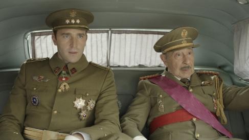 Fernando Gil (Don Juan Carlos) y Paco Merino (Franco) en 'El...