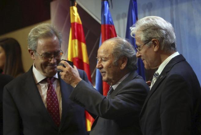 El ex presidente del FC Barcelona, Josep Lluís Núñez, en el centro...