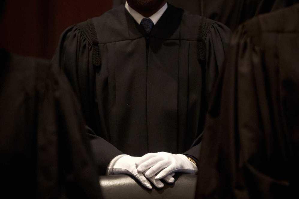 Un juez está delante de una sesión especial de la Corte del Distrito...