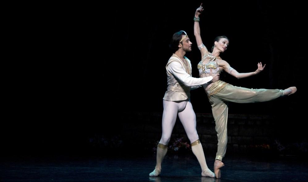 """El Ballet de Australia presenta el estreno de """"La Bayadera"""" de Stanton..."""
