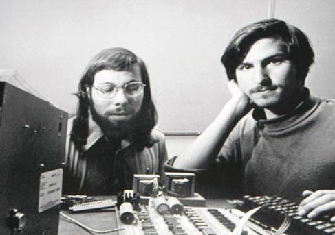 Steve Wozniak y Steve Jobs en 1976, cuando crearon los primeros...