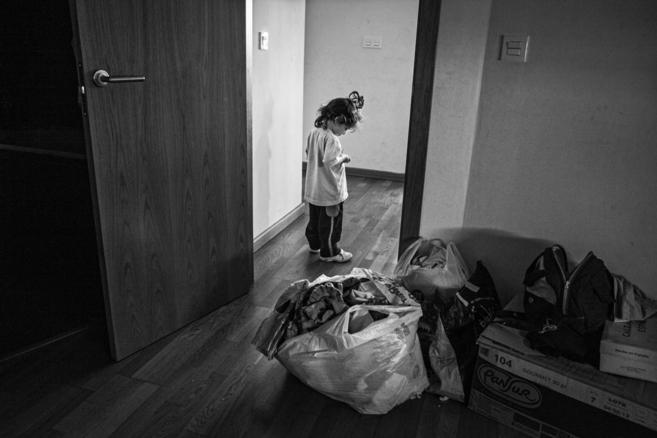 Una niña que corre el riesgo de caer en la pobreza y la exclusión...