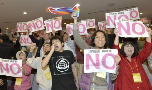 Detractores de la energía nuclear protestan por la reapertura de...