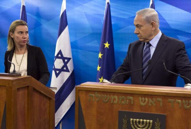 La jefa de la diplomacia europea, Mogherini, comparece junto al primer...