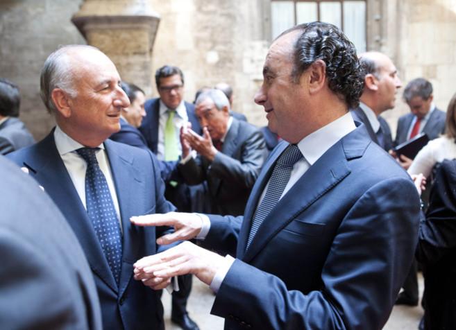 Los presidentes de la Autoridad Portuaria de Valencia, Rafael Aznar, y...