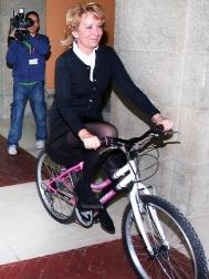 Esperanza Aguirre en bicicleta.