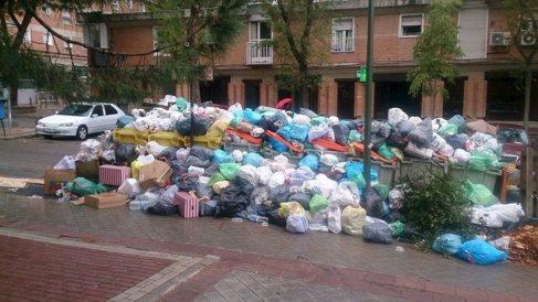 Basura acumulada en Carabanchel