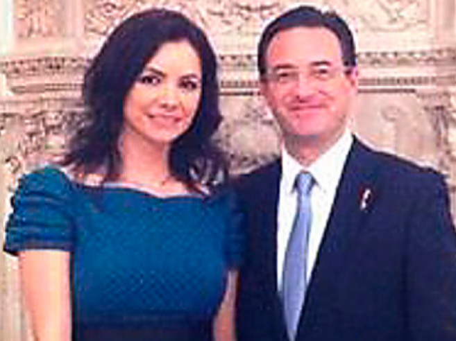 Carlos Muñoz Obón junto a Olga María, en el Palacio Real.