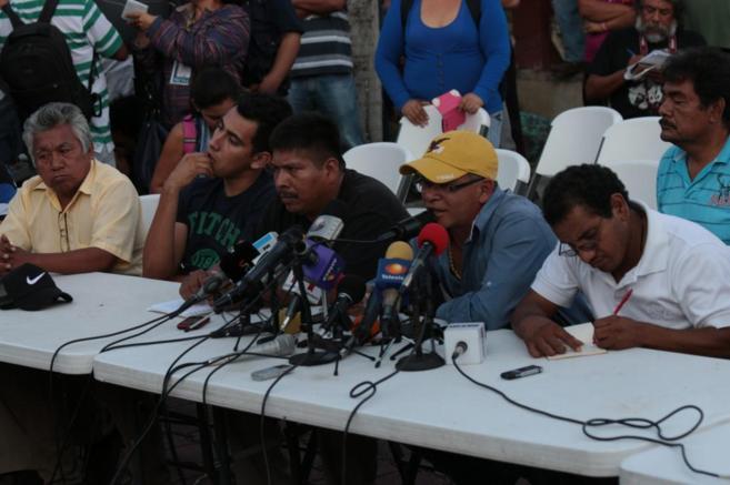 Familiares de los 43 estudiantes desaparecidos de Iguala.