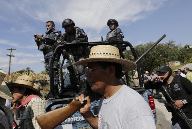Policías del estado mexicano de Guerrero, durante la operación de...