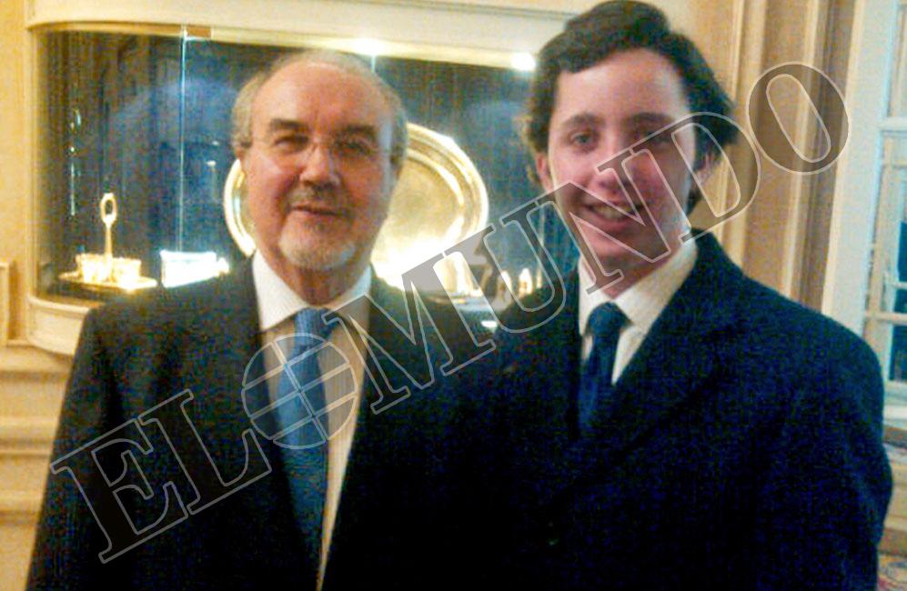 HOTEL RITZ. Éste es el escenario para su retrato con el exministro de...