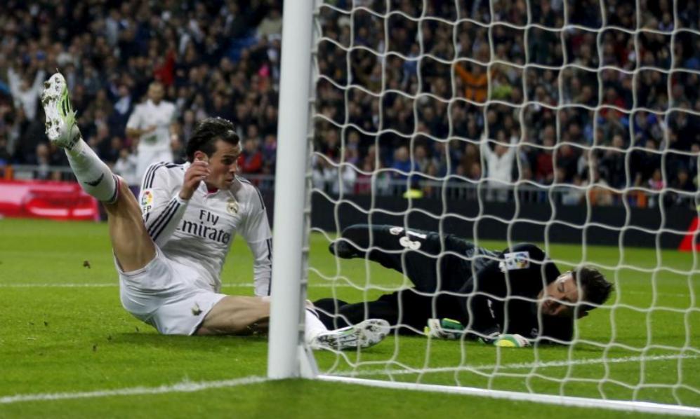Bale, en el suelo, tras anotar su gol contra el Rayo.