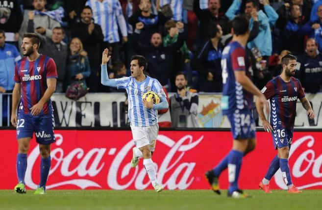 Juanmi celebra el primer tanto del Málaga ante el Eibar.