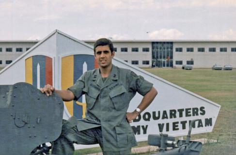 Fernández Pujals en la base militar de Long Binh, Vietnam, donde se...