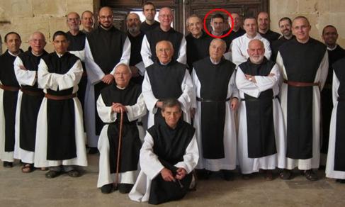 José Antonio Vázquez, rodeado con un círculo, con sus compañeros...