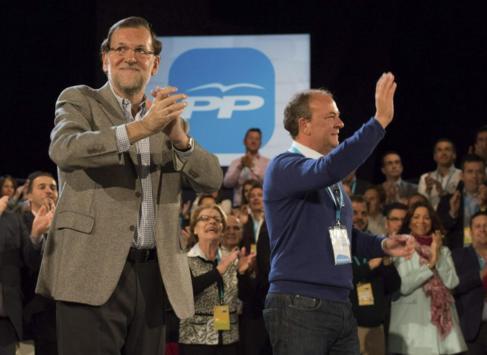Mariano Rajoy, junto a José Antonio Monago, ayer, en Cáceres.