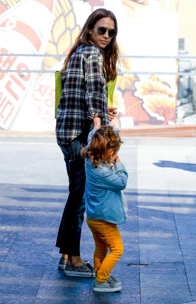 La actriz Jessica Alba y su marido Cash Warren llevaron a sus hijos a...