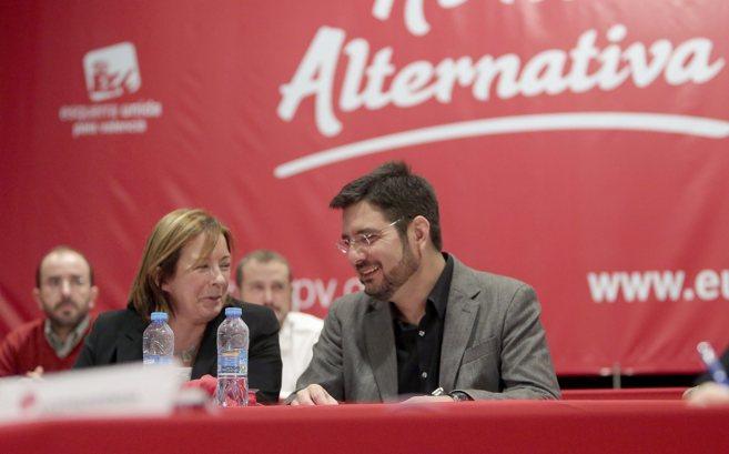 El candidato a la presidencia, Ignacio Blanco, junto a la...