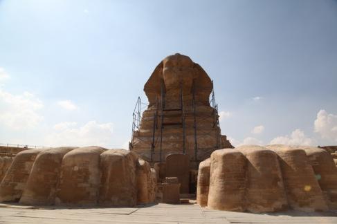 La pirámide de Micerinos, durante el proceso de restauración.