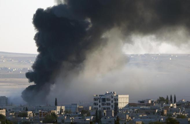 Vista de una explosión en Kobani tras un ataque aéreo.