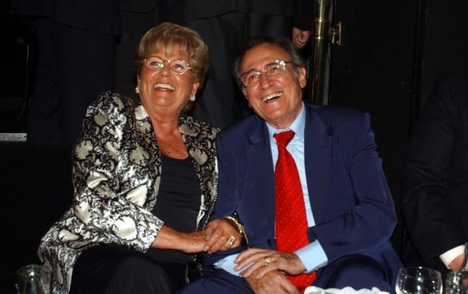 Anita, junto al desaparecido Manolo Escobar.