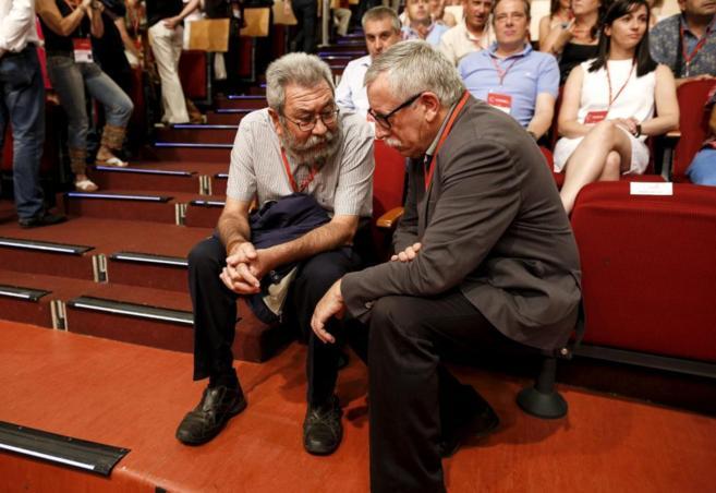 Los líderes de UGT y CCOO, Cándido Méndez  e Ignacio Fernández...