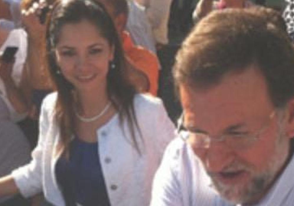 La ex de Monago, junto al presidente del Gobierno, Mariano Rajoy.