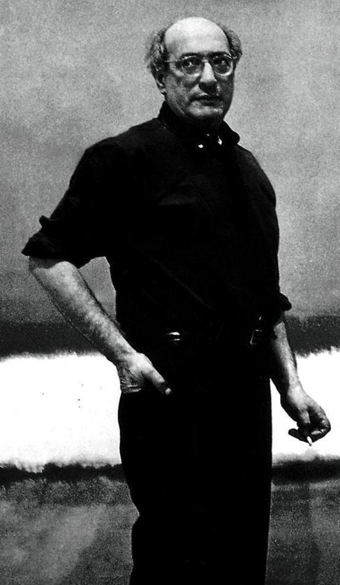 El pintor delante de una de sus telas en su estudio de Nueva York.