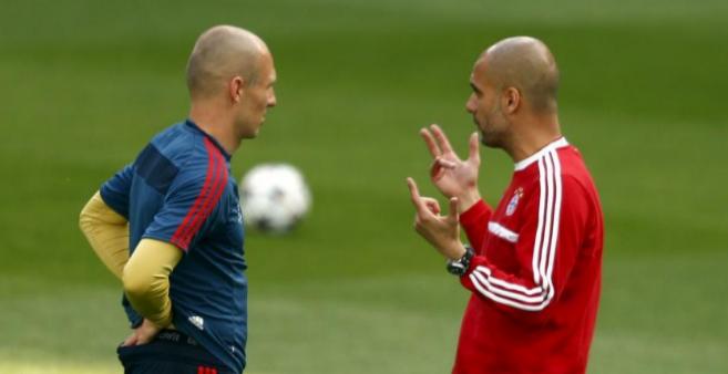 Robben y Guardiola, durante un entrenamiento del Bayern.