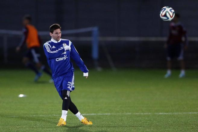 Messi, durante el calentamiento, antes de enfrentarse a Croacia.