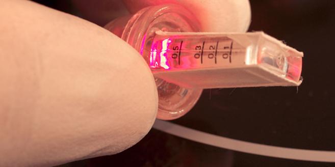 Dispositivo de luz infrarroja que activa los genes mediante el...